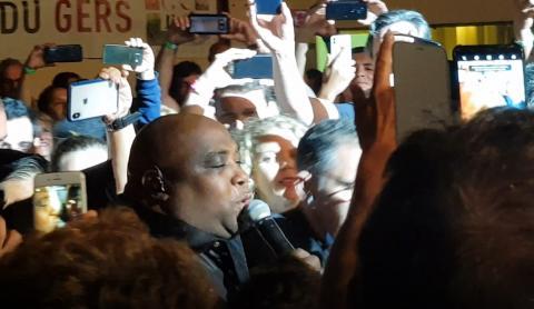 Abraham Abreu walks to stage