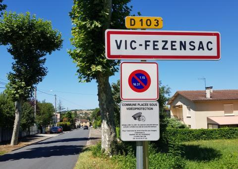 Vic-Fezensac sign
